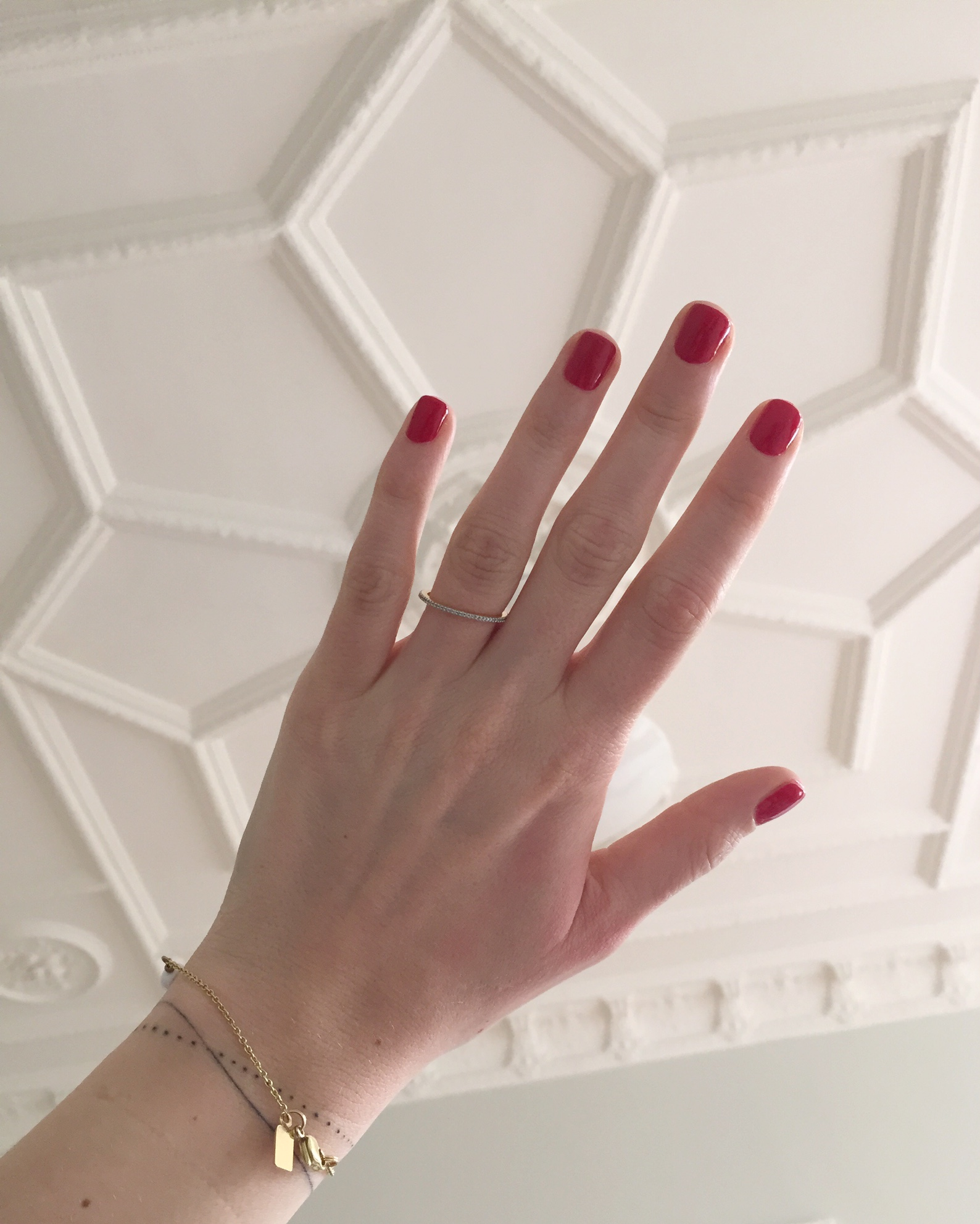 red_manicure