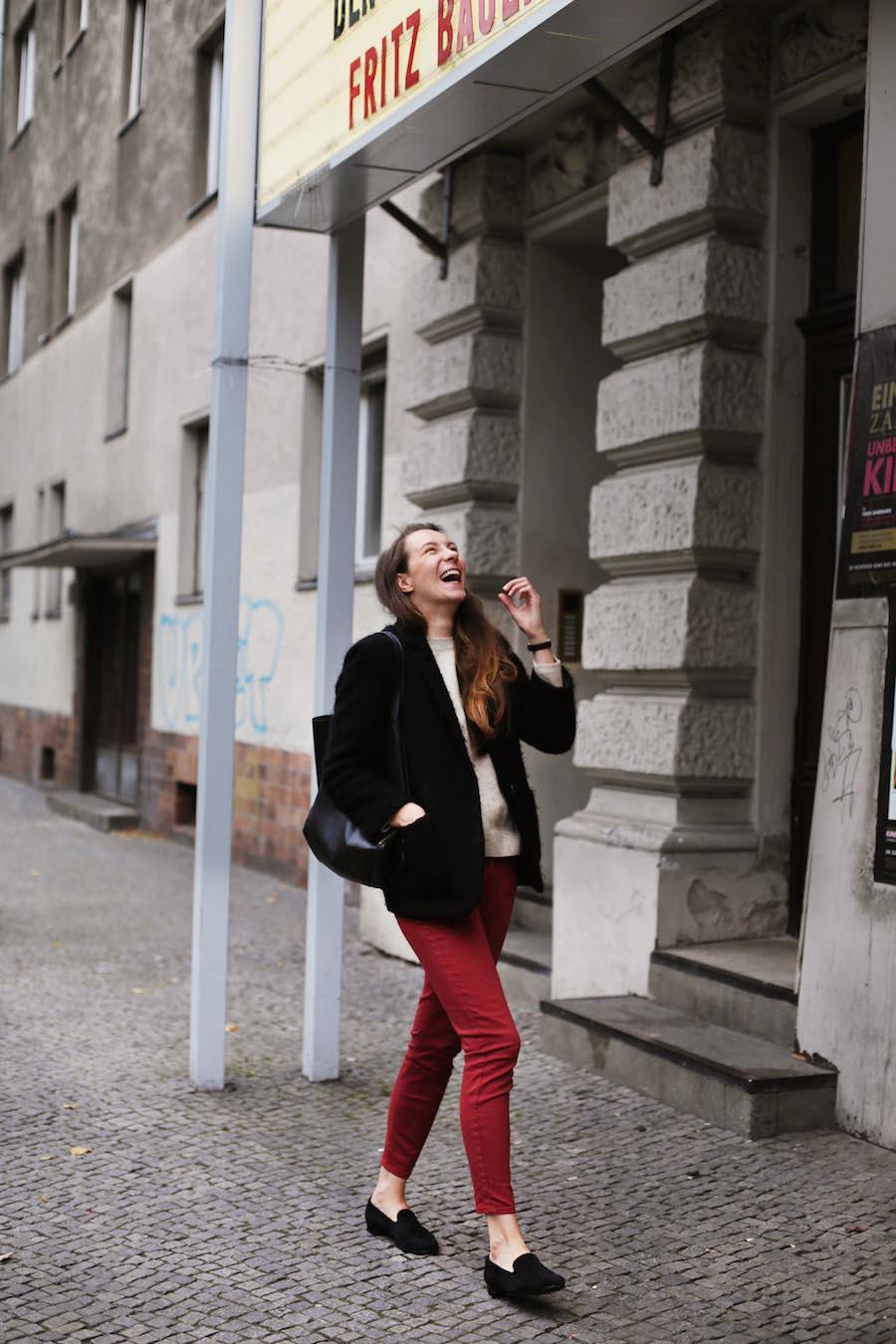 ari_traegt_marsala_selfnation_jeans2