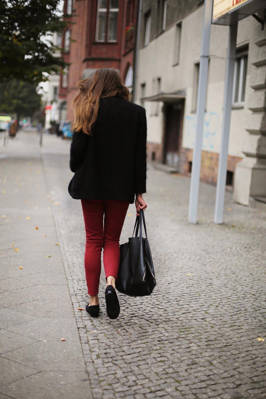 ari_traegt_marsala_selfnation_jeans3