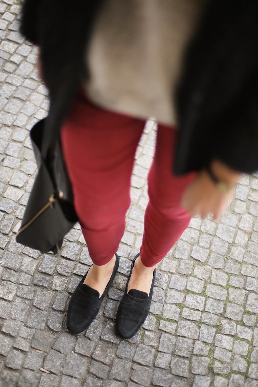 ari_traegt_marsala_selfnation_jeans4