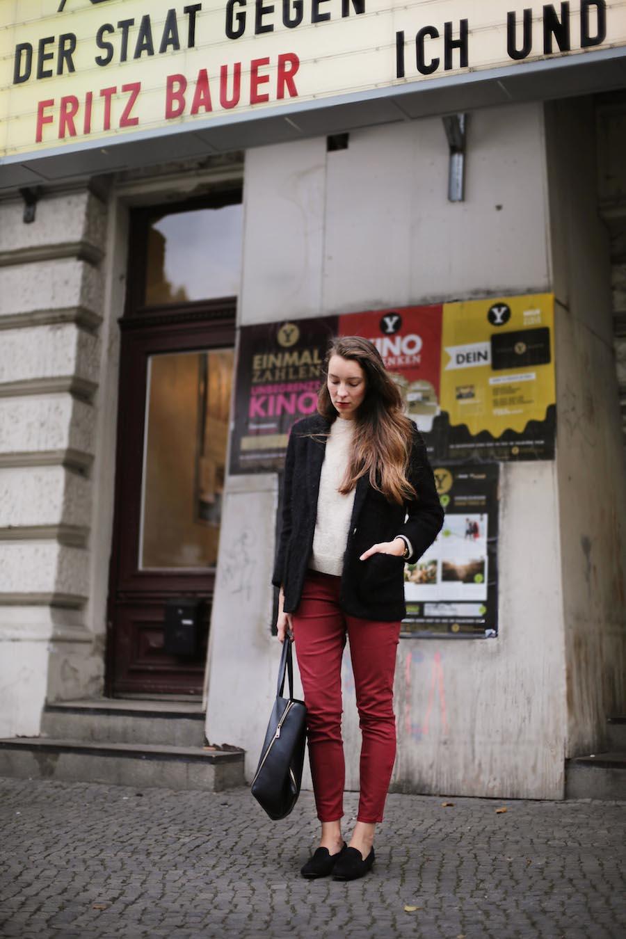 ari_traegt_marsala_selfnation_jeans6