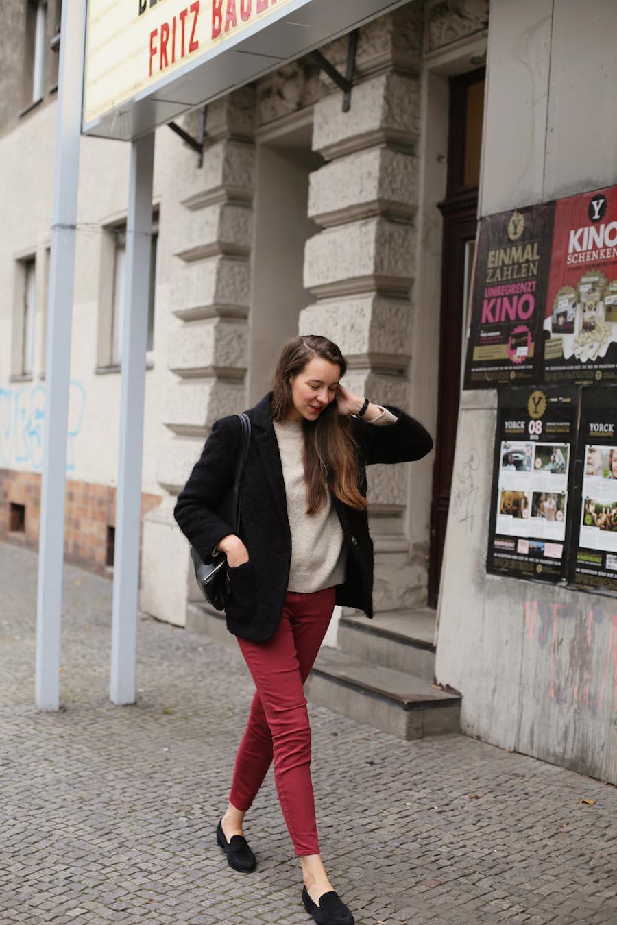 ari_traegt_marsala_selfnation_jeans7