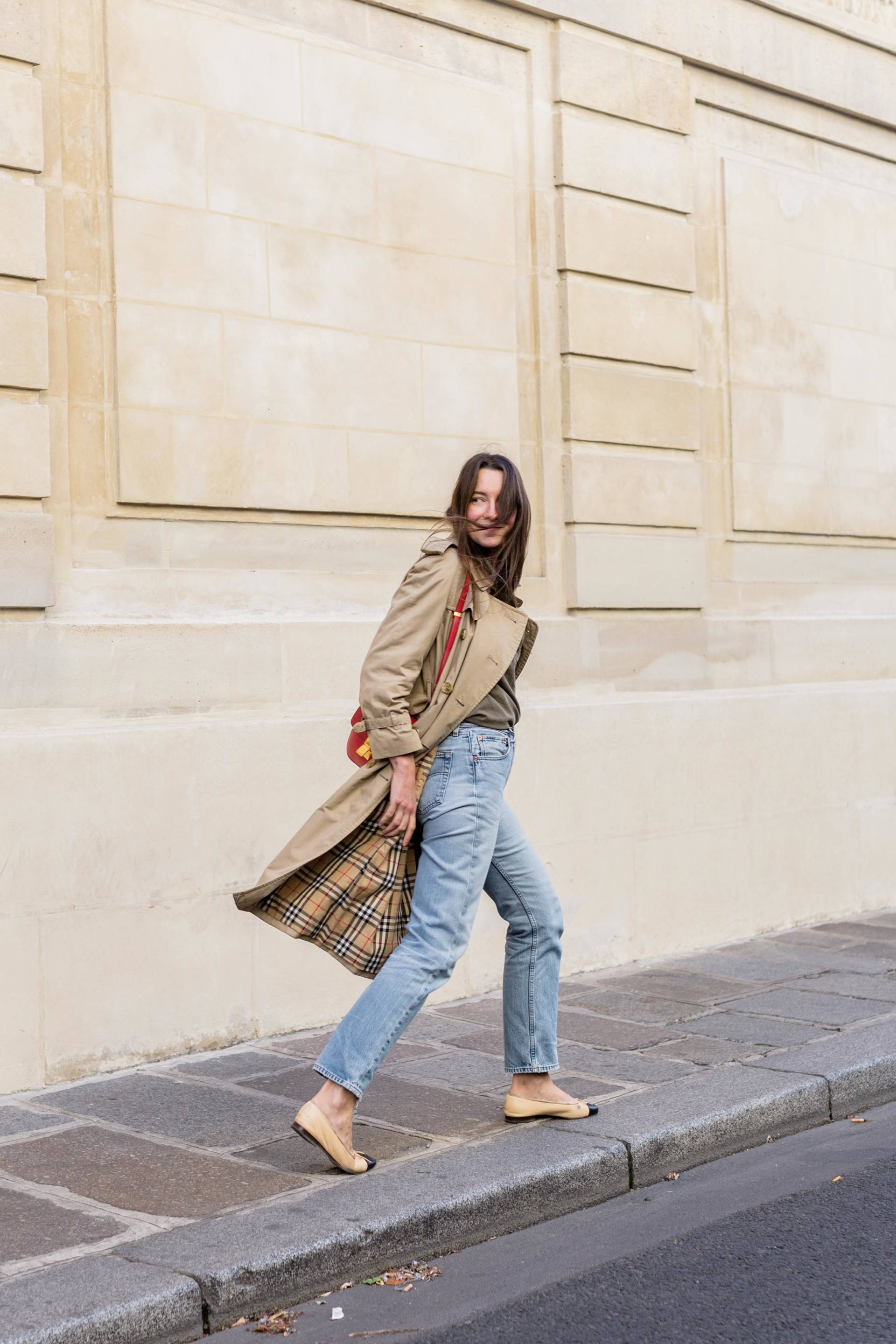 ari_paris_red_celinebag_trench6